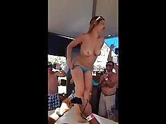 Parti du jeune fou Naked Cowboy
